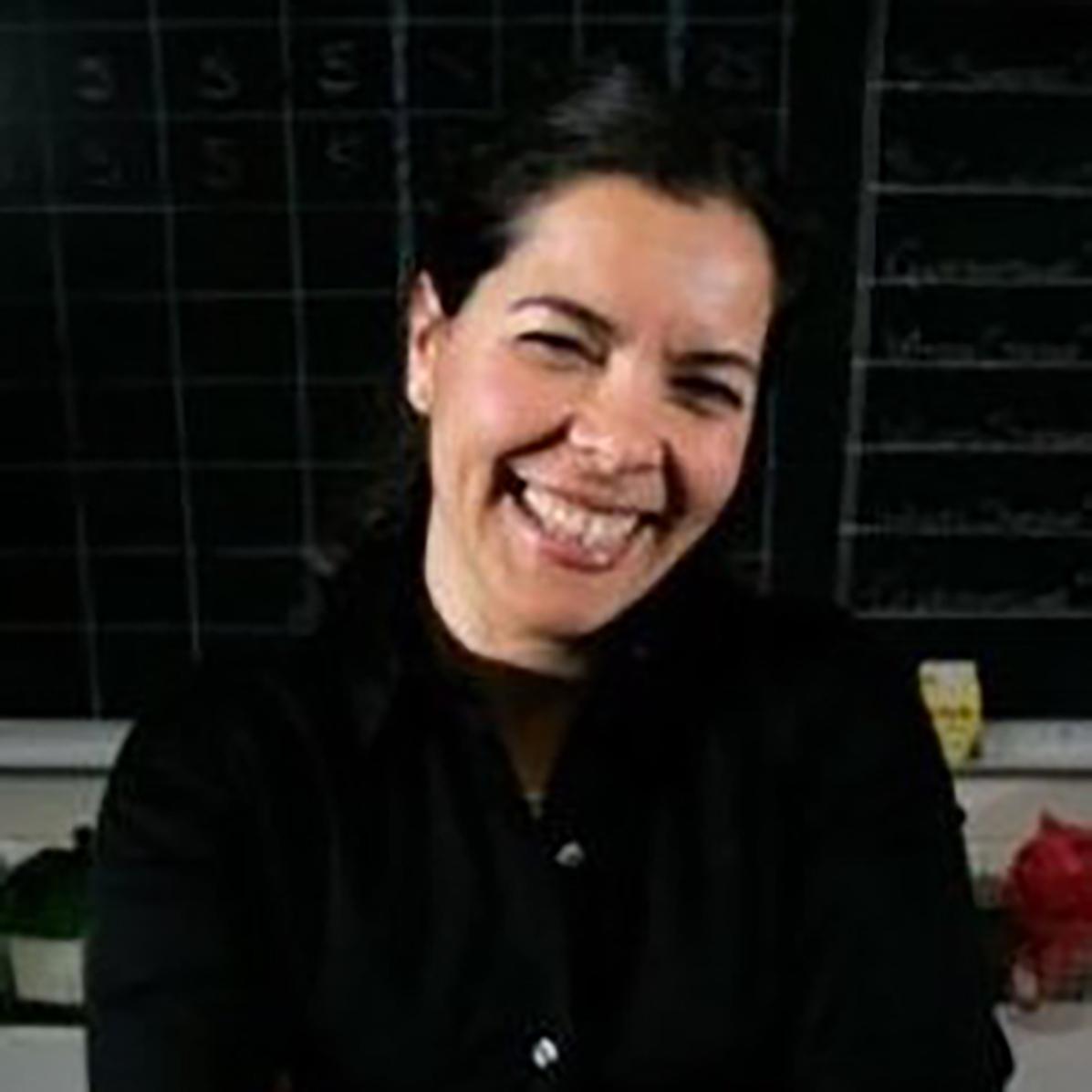 Dr. Esra Roan